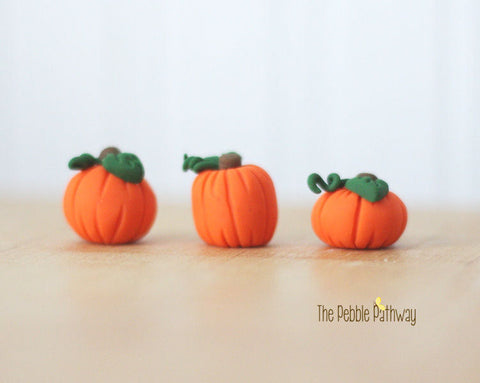 fairy-garden-halloween-decorations-miniature-pumpkins-plant-pokes-terrarium-accessory-set-of-3-pp0001