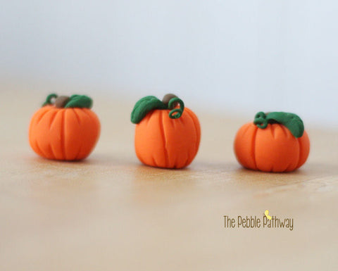 fairy-garden-halloween-decorations-miniature-pumpkins-plant-pokes-terrarium-accessory-set-of-3-pp0002