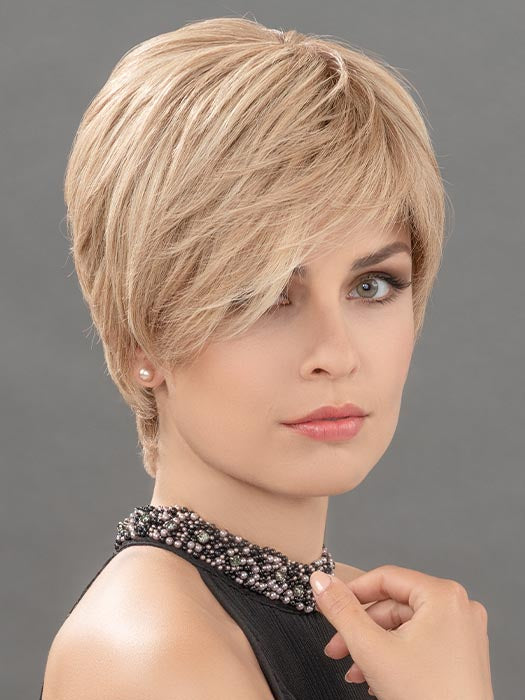 HANNA by ELLEN WILLE in CHAMPAGNE MIX | Light Beige Blonde, Medium Honey Blonde, and Platinum Blonde blend
