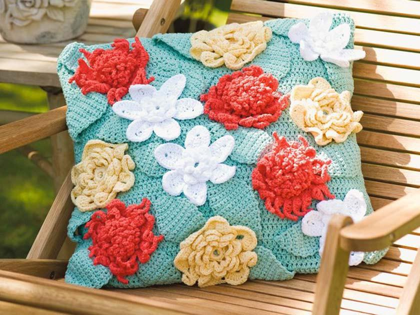 Add appliqué to knitting and crochet the easy way