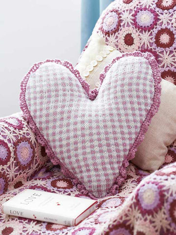 Checked heart cushion cover knitting pattern