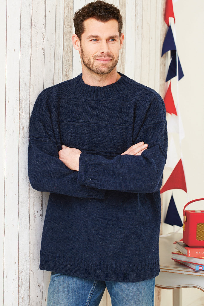 Plain knitted sweater for a man in navy blue yarn