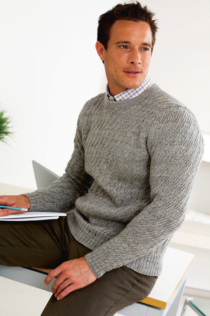 Knitted sweater for men in grey with textured stitch
