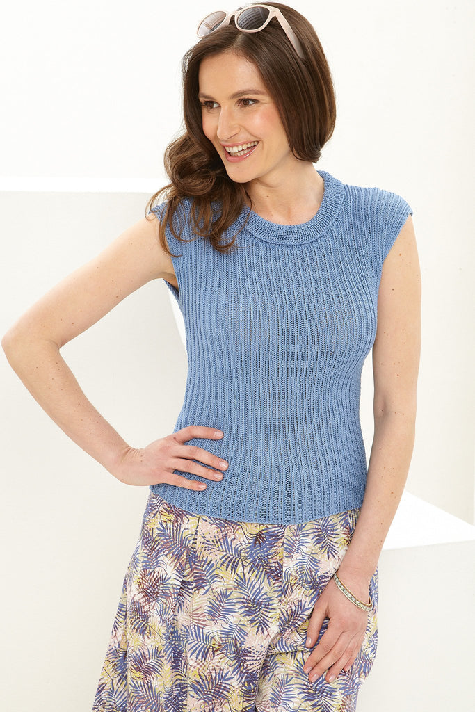 Knitted ladies' ribbed jumper with cap sleeves and low roll collar