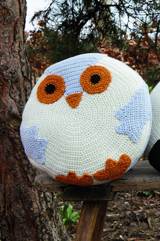 Circular crocheted owl cushion