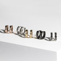 huggie-earrings-black-stones-cz-stainless-boucles-oreilles-pierres-noires-acier-inox-T411E050ARNO-MIA