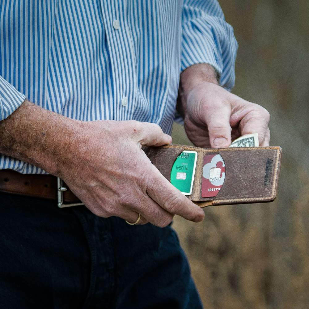 Hanks Slim Bi-fold Wallet in Vintage Brown