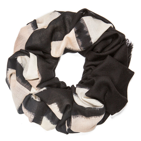 Cashmere scarf. Color block. Beige, white and black scarf made in Nepal. Must-buy from Azerbaijan. Azerbaijani designer. Azerbaijani fashion.