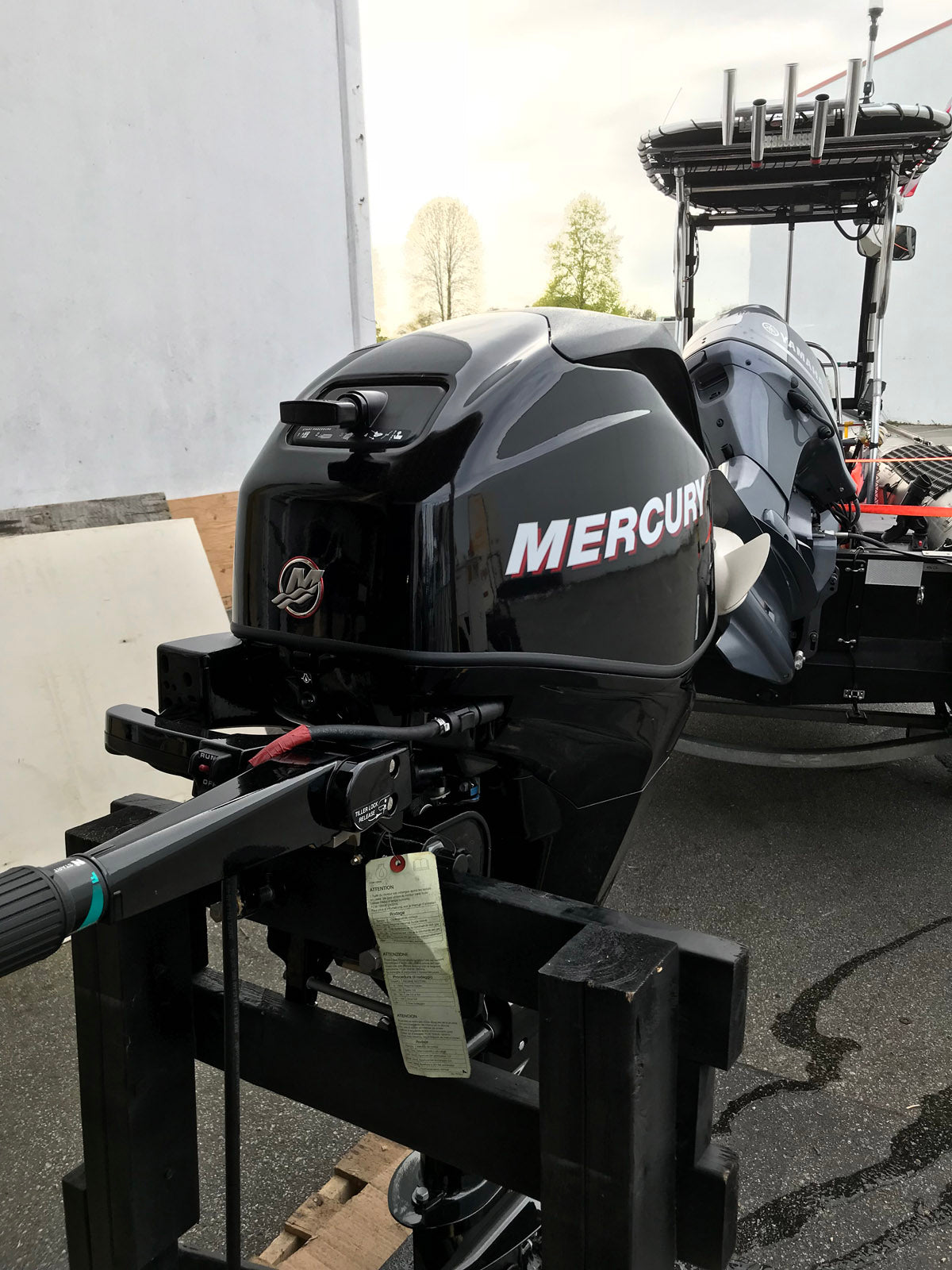 ... Mercury 25 HP Portable 4 Stroke Outboard Motor, Manual Start - Like New  Warehouse Deal ...