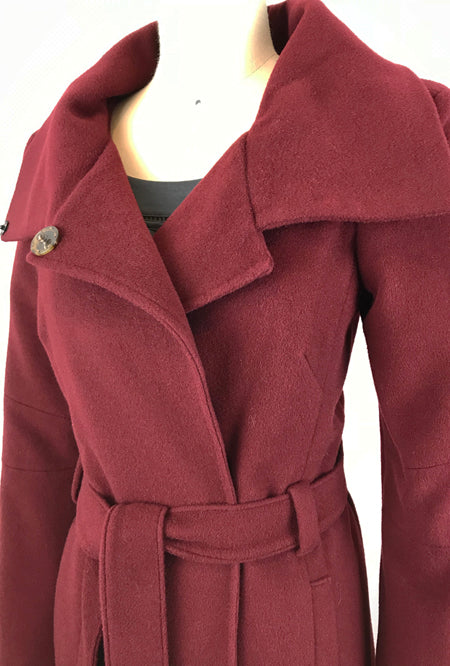 collar of red cashmere coat