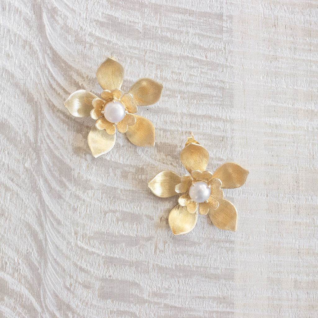 Gigi Earrings | Pearl