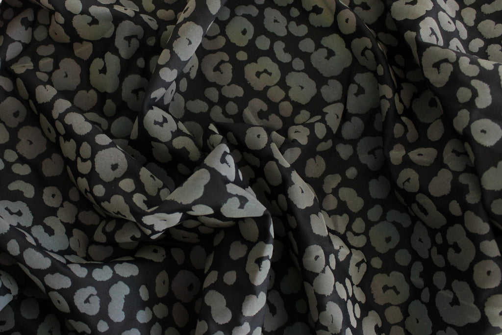 1/2 YD Black/Gray Subtle Rainbow Light Reflective Leopard Print Activewear Sport Lycra Polyester Spandex Fabric