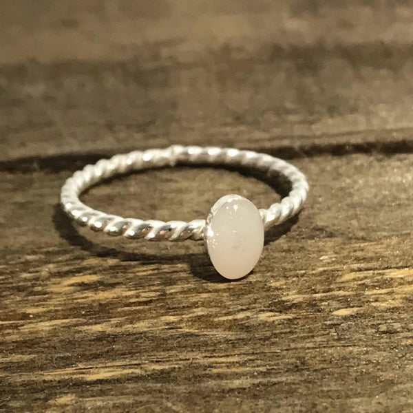Dainty oval rope ring