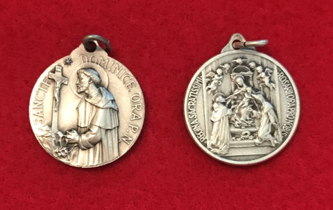 Medal: St Dominic receiving the Rosary