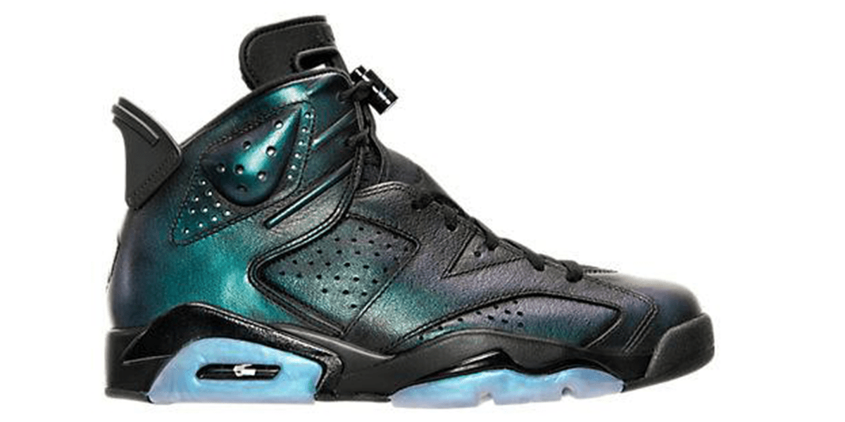 Air Jordan Retro 6 Basketball Shoes in the Black and Blue Colorway