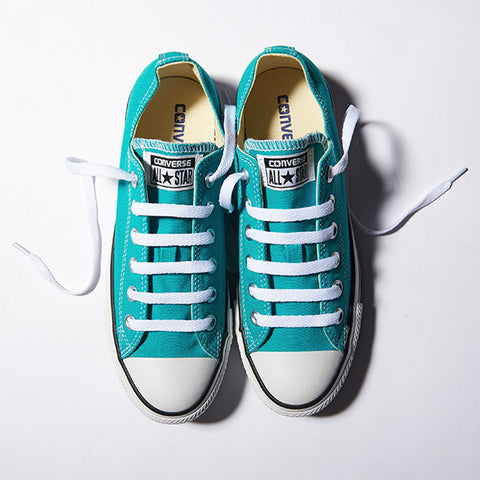 The most common way to tie shoes is by using the traditional method of crisscrossing  shoelaces. However e610b33db