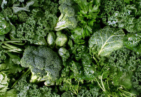 broccoli and leafy organic foods for healthy diet pregnant women