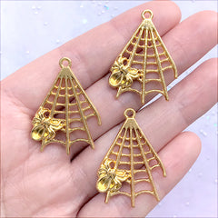 Spider Web and Spider Pendant | Insect Charm | Halloween Craft DIY | Kawaii Gothic Jewelry DIY (3 pcs / Gold / 23mm x 32mm)
