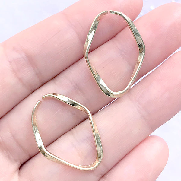 Small Wavy Oval Frame for Dainty Jewellery DIY | Hollow Open Deco Frame for UV Resin Filling (2 pcs / Gold / 18mm x 25mm)