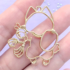 Beckoning Cat Open Bezel for UV Resin Filling | Lucky Cat Cham | Maneki Neko Deco Frame | Kawaii Jewellery Making (1 piece / Gold / 36mm x 41mm)