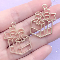 CLEARANCE Christmas Present Open Bezel Pendant | Christmas Gift Deco Frame for UV Resin Filling | Resin Jewellery Supplies (2 pcs / Gold / 25mm x 34mm)