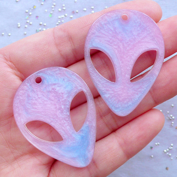Decoden Cabochons | Alien Head Charms | Sci Fi Phone Case Deco | Shimmer Cabochon | Kawaii Resin Pieces (2pcs / 29mm x 40mm / Flatback)