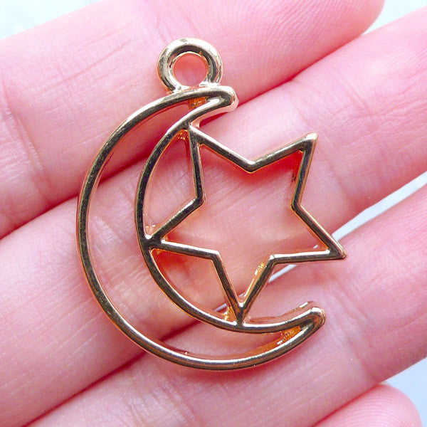 Moon and Star Open Bezel | Kawaii Magical Girl Pendant | Mahou Kei Charm | Deco Frame for UV Resin Filling (1 piece / Gold / 23mm x 30mm)