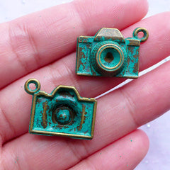 Vintage Camera Charms | Retro Film Camera Green Patina Pendant | Travel Photography Charm | Zakka Photographer Jewelry Making (3 pcs / Antique Bronze / 21mm x 15mm)