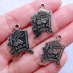 State of Alaska Charms | State of US Pendant | Patriotic American Charm | United States Jewelry Making (3pcs / Tibetan Silver / 18mm x 25mm)