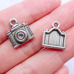 Silver Camera Charms | SLR Film Camera Pendant | Photo Charm | Photography Jewellery | Gift for Photographer (6pcs / Tibetan Silver / 13mm x 14mm)