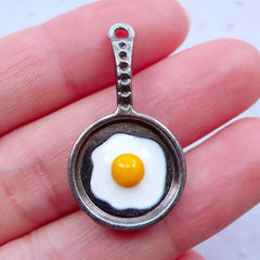 Frying Pan Charm with Fried Sun Side Egg | Kawaii Cooking Charm | Dollhouse Kitchen Utensil Item | Miniature Cookware Charm | Fake Mini Food Jewellery | Kitsch Charm (1 piece / Gunmetal / 17mm x 32mm)
