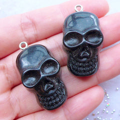 Skull Resin Charms | Spooky Halloween Cabochons with Eye Pin | Kawaii Gothic Jewelry Making | Decoden Cabochons | Gothic Phone Case Decoration | Party Supplies | Keychain DIY (2pcs / Black / 19mm x 33mm / Flat Back)