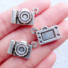 3D Digital Camera Charms | Camera Pendant | Travel Jewellery | Photography Charm | Journalist Charm | Gift for Photographer | Traveler Jewelry (3pcs / Tibetan Silver / 19mm x 13mm / 2 Sided)
