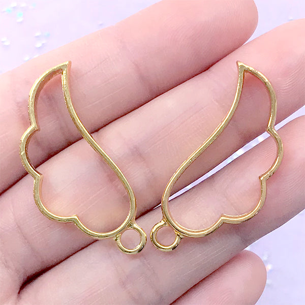 Angel Wing Open Backed Bezel Charm | Kawaii Outline Pendant | Deco Frame for UV Resin Filling | Hollow Charm for Resin Craft (2 pcs / Gold / 16mm x 35mm / 2 Sided)