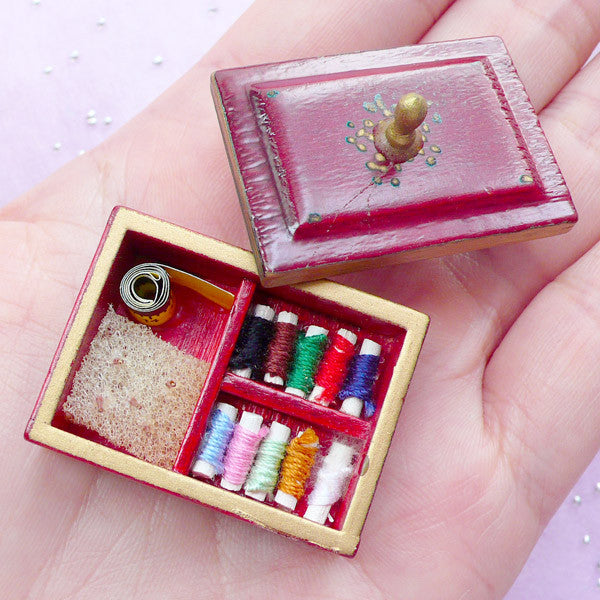 Dollhouse Miniature Sewing Box & Accessories | 1:12 Scale Doll House Supplies (33mm x 23mm)
