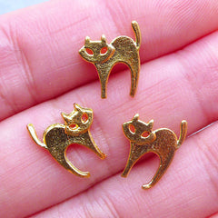 Scared Cat Charms | Pet Charm | Mini Metal Filling Materials for Kawaii UV Resin Crafts (3pcs / Gold / 10mm x 13mm)