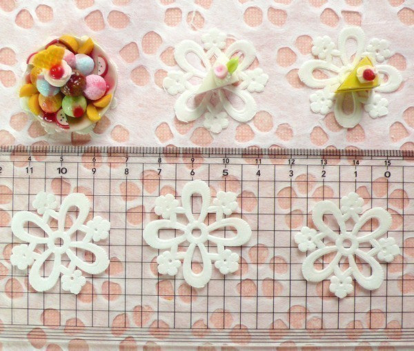 White Cake Lace Doilies in Paper (32mm) (6pcs) - Mini Accessories and Decoration for Miniature Cake / Dessert / Sweets / Food Craft MI03