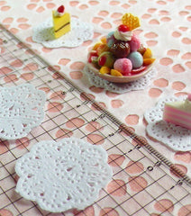 White Cake Lace Doilies in Paper (32mm) (6pcs) - Mini Accessories and Decoration for Miniature Cake / Dessert / Sweets / Food Craft MI02