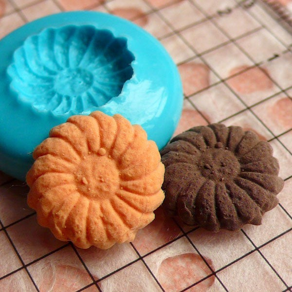 Dollhouse Cookie Mold Flower Daisy Biscuit 14mm Flexible Silicone Mold Kawaii Miniature Sweets Decoden Kitsch Jewelry Charms Cabochon MD174