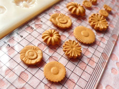 Biscuit Flower Cookie Mold 9-17mm Kawaii Deco Sweets Miniature Food Jewelry Charms DIY Cabochon Mold (Resin Clay, Paper Clay) MD002