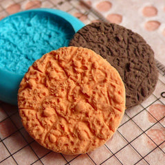 Round Cookie / Biscuit (26mm) Silicone Flexible Push Mold - Miniature Food, Sweets, Jewelry, Charms (Clay, Fimo, Resin, Fondant) MD176