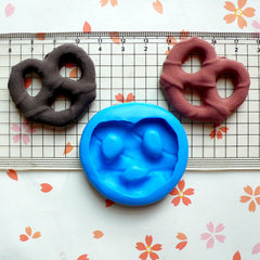Pretzel (37mm) Silicone Mold Flexible Mold - Miniature Food, Sweets, Jewelry, Charms (Clay, Fimo, Resin, Wax, Soap, GumPaste, Fondant) MD379