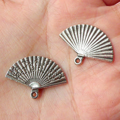 Hand Fan Charms (4pcs) (24mm x 17mm / Tibetan Silver / 2 Sided) Findings Pendant Bracelet Earrings Zipper Pulls Bookmarks Key Chains CHM190
