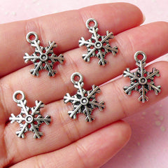 Snowflake Charms (5pcs) (13mm x 18mm / Tibetan Silver) Christmas Metal Findings Pendant Bracelet Earrings Zipper Pulls Keychains CHM290