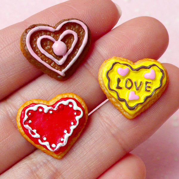 Dollhouse Miniature Food / Heart Cookie Cabochons (3pcs / 17mm x 15mm) Fake Sweets Deco Kawaii Decoden Valentine Day Embellishment FCAB134