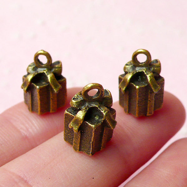 3D Gift Box Charms Present Charm (3pcs) (9mm x 13mm / Antique Bronze) Christmas Charms Pendant Bracelet Earrings Bookmarks Keychain CHM355