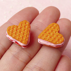 Miniature Heart Waffle Cabochon in 3D / Strawberry Waffle (2pcs / 14mm x 14mm) Dollhouse Sweets Kawaii Food Jewelry Decoden Supplies FCAB143