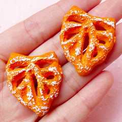 Miniature French Bread Cabochon in Leaf Shaped / Dollhouse Fougasse Cabochon (2pcs / 27mm x 33mm) Kawaii Decoden Doll Food Cabochon FCAB176