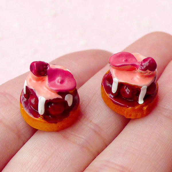 Dollhouse Dessert Cabochon / 3D Raspberry Cake Cabochons with Rose Petal (2pcs / 13mm x 13mm) Miniature Sweets Doll Food Making FCAB182