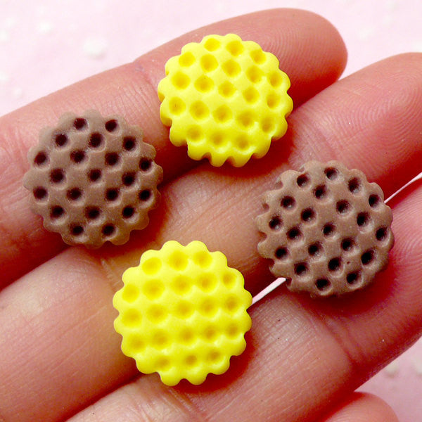 Miniature Biscuit / Dollhouse Waffle Cabochon (4pcs / 14mm / Chocolate Brown & Yellow) Fake Sweets Decoden Kawaii Cell Phone Deco FCAB187